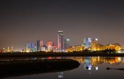 Σύγχρονος ορίζοντας πόλεων νύχτας, Manama, Μπαχρέιν Στοκ Εικόνες