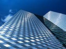 Σύγχρονος ουρανοξύστης στο εμπορικό κέντρο Στοκ εικόνες με δικαίωμα ελεύθερης χρήσης