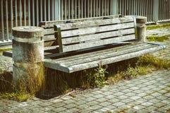 Σύγχρονος πάγκος με το πεζοδρόμιο Στοκ Εικόνες