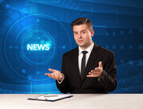 Σύγχρονος παρουσιαστής televison που λέει τις ειδήσεις με το tehnology backg Στοκ φωτογραφίες με δικαίωμα ελεύθερης χρήσης