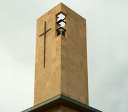 Σύγχρονος σταυρός εκκλησιών Στοκ εικόνα με δικαίωμα ελεύθερης χρήσης