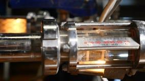 Σύγχρονος σύνθετος τεχνολογικός βιομηχανικός εξοπλισμός Μια πολλαπλότητα των σωληνώσεων, αντλίες, φίλτρα, μετρητές, αισθητήρες, μ απόθεμα βίντεο