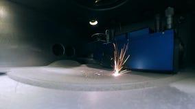 Σύγχρονος τρισδιάστατος εκτυπωτής που τυπώνει ένα αντικείμενο από τη σκόνη μετάλλων απόθεμα βίντεο