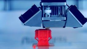 Σύγχρονος τρισδιάστατος εκτυπωτής που τυπώνει ένα αντικείμενο από καυτό το λειωμένο απόθεμα βίντεο