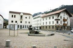 Σύγχρονο άγαλμα κτηρίου και τέχνης για την ταξιδιωτική επίσκεψη ανθρώπων σε Tiroler Oberland Στοκ φωτογραφία με δικαίωμα ελεύθερης χρήσης