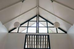 Σύγχρονο άσπρο εσωτερικό καινούργιο σπίτι κτηρίου Στοκ Εικόνες