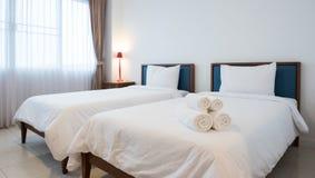 Σύγχρονο άσπρο δωμάτιο ξενοδοχείου Στοκ Εικόνες