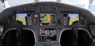 Σύγχρονο αεροπλάνο γεφυρών πτήσης Στοκ φωτογραφίες με δικαίωμα ελεύθερης χρήσης