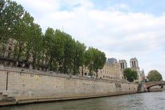 σύγχρονο απλάδι ποταμών του Παρισιού γεφυρών στοκ εικόνες με δικαίωμα ελεύθερης χρήσης