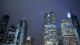 Σύγχρονο αστικό κτήριο, οικονομικό κέντρο της Σαγγάης pudong τη νύχτα απόθεμα βίντεο