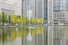 Σύγχρονο αστικό υπόβαθρο με το Τόκιο στο κέντρο της πόλης στοκ φωτογραφίες