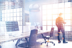 Σύγχρονο γραφείο ανοιχτού χώρου σε μια σοφίτα, διπλάσιο στοκ εικόνες