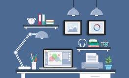 Σύγχρονο γραφείο με το σύνολο, τα έγγραφα και τα χαρτικά υπολογιστών Στοκ Εικόνες