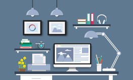 Σύγχρονο γραφείο με το σύνολο, τα έγγραφα και τα χαρτικά υπολογιστών Στοκ φωτογραφία με δικαίωμα ελεύθερης χρήσης