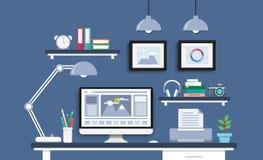 Σύγχρονο γραφείο με το σύνολο, τα έγγραφα και τα χαρτικά υπολογιστών Στοκ Φωτογραφίες