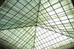 Σύγχρονο γραφείο architectur στα υπόβαθρα τοίχων γυαλιού Στοκ εικόνες με δικαίωμα ελεύθερης χρήσης