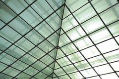 Σύγχρονο γραφείο architectur στα υπόβαθρα τοίχων γυαλιού Στοκ φωτογραφίες με δικαίωμα ελεύθερης χρήσης