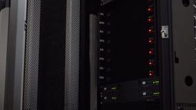 Σύγχρονο δωμάτιο κεντρικών υπολογιστών Αποθήκευση στοιχείων υπολογισμού σύννεφων απόθεμα βίντεο