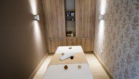 Σύγχρονο δωμάτιο μασάζ με το όμορφο εσωτερικό Στοκ Εικόνες