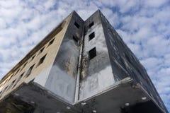Σύγχρονο εγκαταλειμμένο κτήριο Εγκαταλειμμένο συγκεκριμένο κτήριο Σύγχρονη αρχιτεκτονική Μέση Ανατολή ατελής Κτήριο στοκ εικόνα