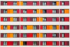 Σύγχρονο εξωτερικό ενός ζωηρόχρωμου κτηρίου Στοκ εικόνες με δικαίωμα ελεύθερης χρήσης