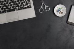 Σύγχρονο επιχειρησιακό γραφείο ατόμων ` s άνωθεν με το διάστημα αντιγράφων Στοκ Φωτογραφία