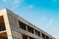 Σύγχρονο εργοτάξιο οικοδομής με το μπλε ουρανό Στοκ φωτογραφίες με δικαίωμα ελεύθερης χρήσης