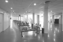 Σύγχρονο εσωτερικό κτηρίου. Περιμένοντας περιοχή με τις καρέκλες Στοκ Εικόνα