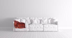 Σύγχρονο εσωτερικό με τον άσπρο καναπέ Στοκ φωτογραφία με δικαίωμα ελεύθερης χρήσης