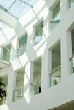 Σύγχρονο εσωτερικό του δημόσιου κτιρίου που κατασκευάζεται κάτω από το architectur Στοκ Φωτογραφία