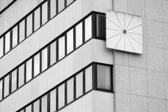 Σύγχρονο ηλιακό ρολόι Στοκ εικόνα με δικαίωμα ελεύθερης χρήσης