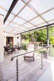 Σύγχρονο διαμέρισμα με το patio πολυτέλειας Στοκ Φωτογραφίες