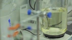 Σύγχρονο ιατρικό εργαστήριο Χημικός εξοπλισμός στο εργαστήριο Σύγχρονος εξοπλισμός στο χημικό εργαστήριο απόθεμα βίντεο