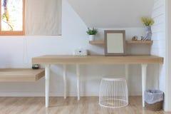 Σύγχρονο καλλυντικό εσωτερικό επιτραπέζιων δωματίων Στοκ Εικόνες
