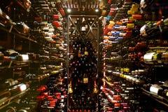 σύγχρονο κρασί κελαριών στοκ εικόνα με δικαίωμα ελεύθερης χρήσης