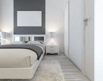 Σύγχρονο κρεβάτι με τους αντανακλημένους headboard και πλευρών πίνακες με τους λαμπτήρες απεικόνιση αποθεμάτων