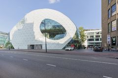 Σύγχρονο κτήριο στο Αϊντχόβεν, Κάτω Χώρες στοκ φωτογραφία με δικαίωμα ελεύθερης χρήσης