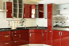 σύγχρονο κόκκινο κουζιν στοκ εικόνες