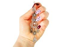 Σύγχρονο μανικιούρ μόδας με το αραβικό δαχτυλίδι αυτιών ύφους στοκ φωτογραφίες