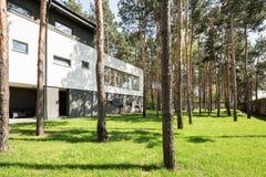 Σύγχρονο μινιμαλιστικό εξωτερικό σπιτιών Στοκ Εικόνες