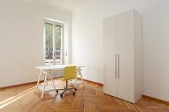 Σύγχρονο νέο δωμάτιο διαμερισμάτων στοκ φωτογραφίες με δικαίωμα ελεύθερης χρήσης