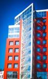 Σύγχρονο νεωτεριστικό κόκκινο κτήριο Στοκ Φωτογραφία
