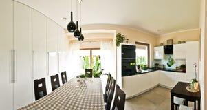 Σύγχρονο πανόραμα κουζινών Στοκ φωτογραφίες με δικαίωμα ελεύθερης χρήσης