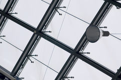 Σύγχρονο πλαίσιο κτηρίου και παραθύρων Στοκ Φωτογραφίες