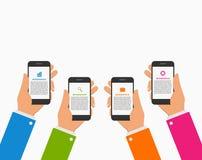 Σύγχρονο πρότυπο σχεδίου infographics με τα ανθρώπινα χέρια που κρατούν το κινητό τηλέφωνο ελεύθερη απεικόνιση δικαιώματος