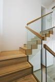 σύγχρονο σκαλοπάτι περίπ&tau Στοκ φωτογραφία με δικαίωμα ελεύθερης χρήσης