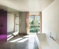 Σύγχρονο σπίτι, εσωτερικό, λουτρό Στοκ φωτογραφία με δικαίωμα ελεύθερης χρήσης