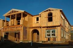 Σύγχρονο σπίτι κάτω από την κατασκευή στοκ εικόνα με δικαίωμα ελεύθερης χρήσης