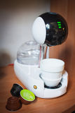Σύγχρονο σχέδιο μηχανών καφέ υψηλής τεχνολογίας touchscreen μοντέρνο φλιτζάνι του καφέ Στοκ εικόνα με δικαίωμα ελεύθερης χρήσης