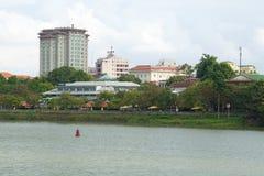 Σύγχρονο χρώμα το νεφελώδες απόγευμα τοπίο αστικό Βιετνάμ Στοκ Φωτογραφία